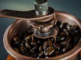 Ekspres do kawy z młynkiem – jaki wybrać?