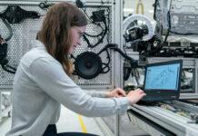 Zalety robotów przemysłowych